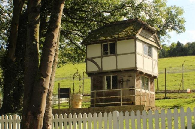 HOUSE:The wendy house sold for over £10,000