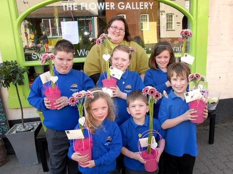 FOR MUM: Owner of Bamboo florist Kathryn Griffiths with Ledbury Primary School pupils, clockwise from left, Jordan Selwyn, Isabel Horne, Charlotte Ainsworth. Bradley Potter, Casper Welch and Olivia King. Picture by Nick Toogood. 1013262201