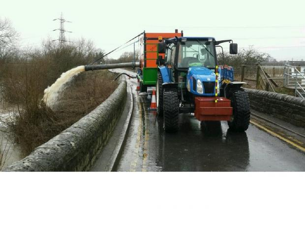 Ledbury Reporter: Water being pumped into the River Lugg from Mordiford Bridge. Courtesy of @HerefordCops