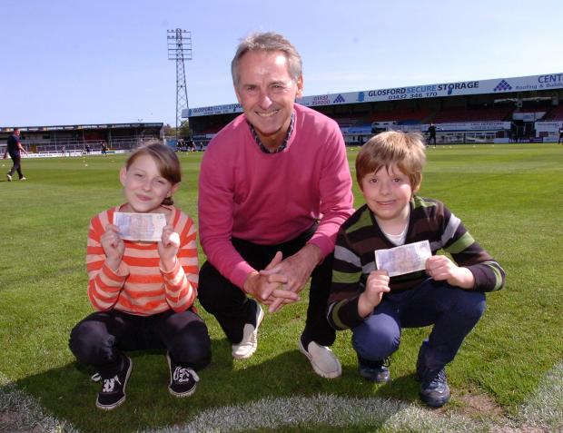 Ledbury Reporter: 1416_4001 Children donate their pocket money to Hereford United Football Club. Billie-Jean Coultas, Colin Addison & Jake Dixon (5442404)